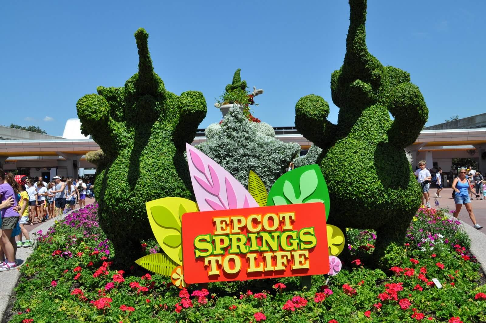 Spring Packing Tips for the Theme Parks, by Mommy Frog