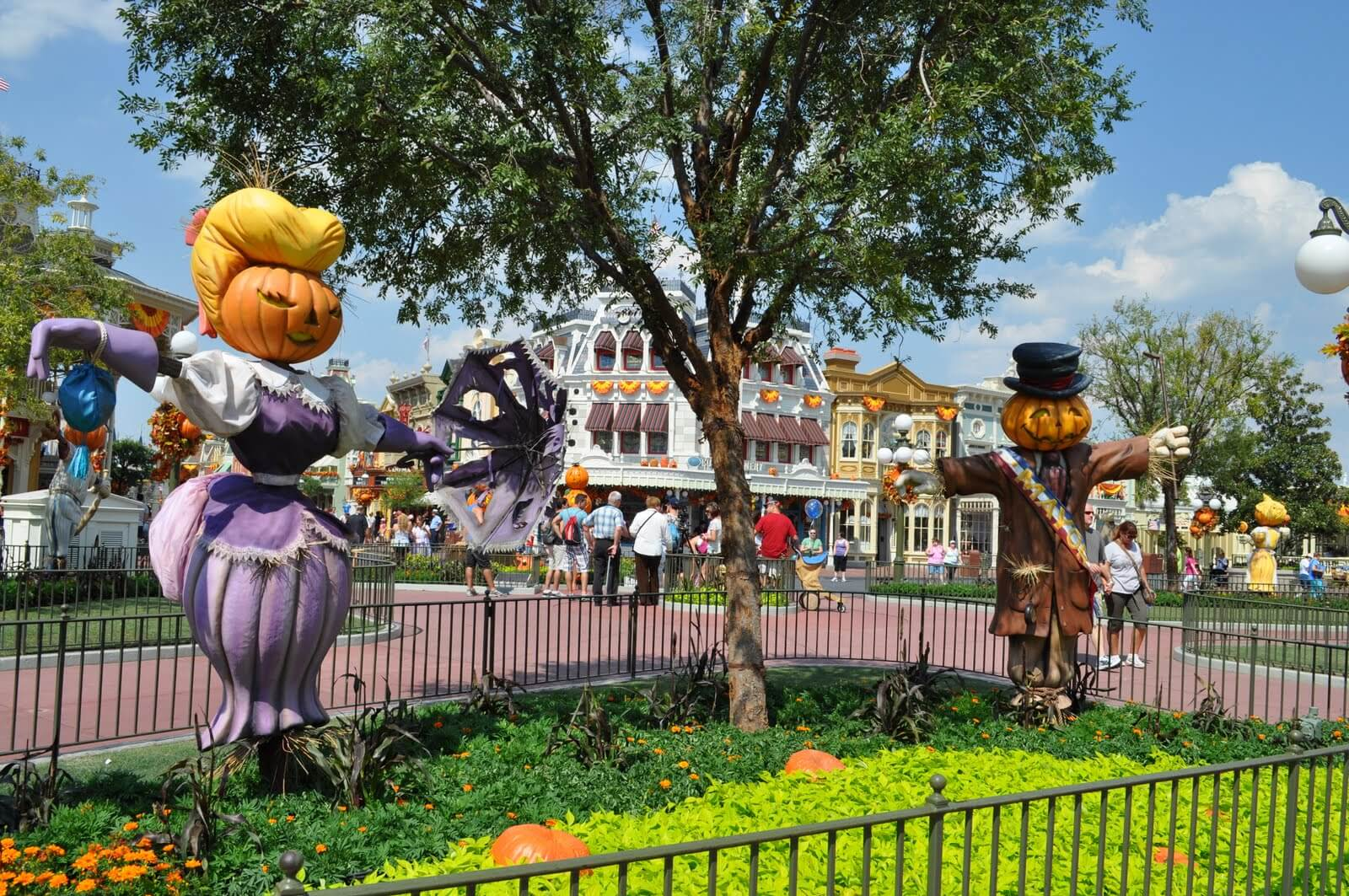 Fall Packing Tips for the Theme Parks