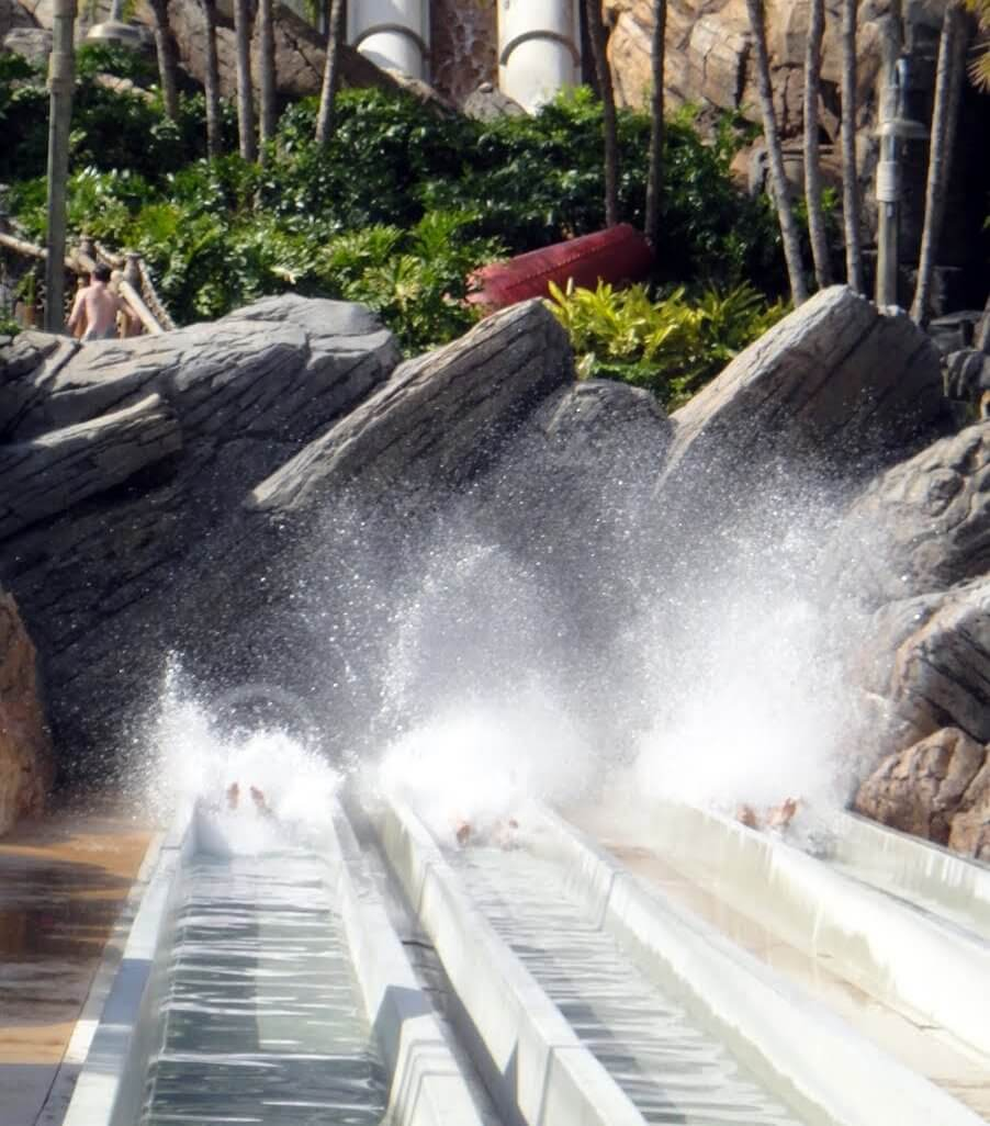 Spring Travel Tips for a Theme Park Vacation