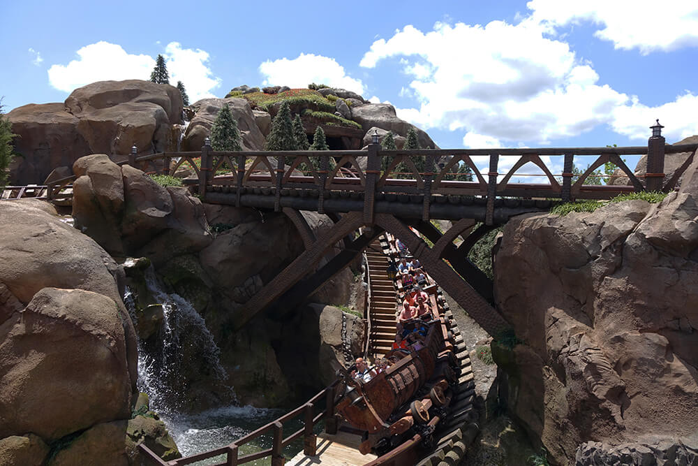height requirement for 7 dwarfs mine train