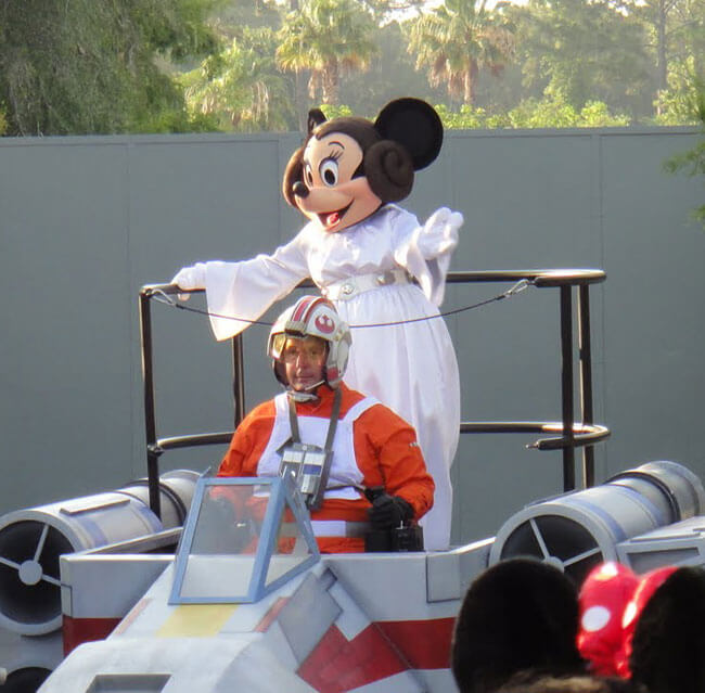 Disney & Parks News: Star Wars Weekend Dates Announced; SeaWorld Files for IPO