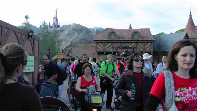 Gaston's Tavern crowds