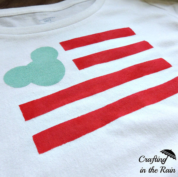 Disney Craft: A Mickey Flag T-Shirt Just in Time for the 4th of July