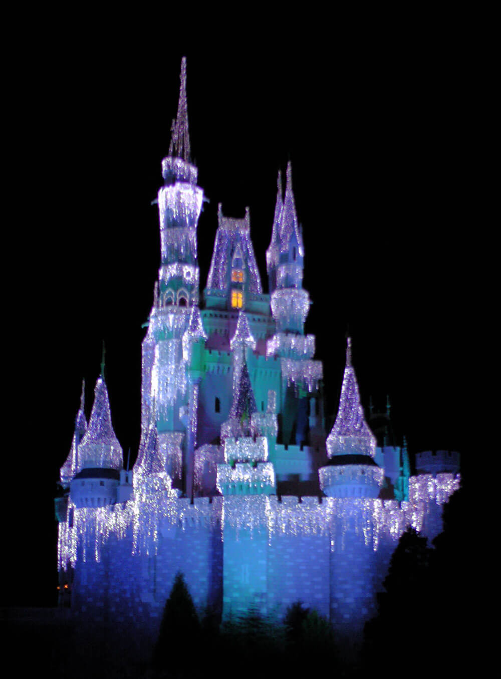 Mickey's Very Merry Christmas Party 2016 - Cinderella Castle Icicles