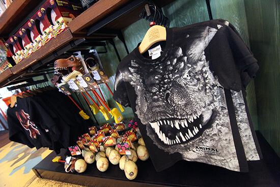 Dinosaur T-shirt  Disney's Animal Kingdom Chester & Hester's