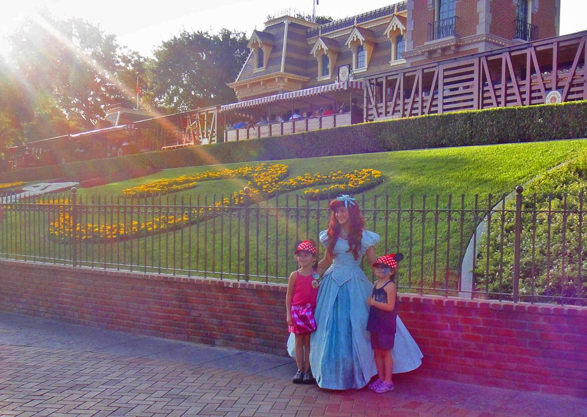 When to visit Los Angeles - Disneyland Entrance - Ariel