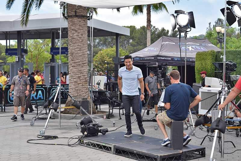 Mario Lopez and Extra - When to Visit Los Angeles