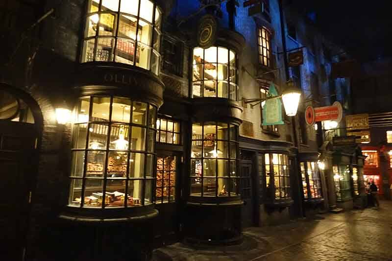 What's Inside the Wizarding World of Harry Potter™ - Diagon Alley™ - Ollivander's