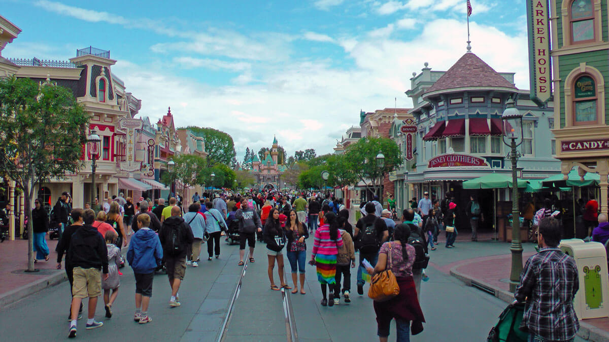 With that in mind, let's look at the best time to visit Disneyland in ...