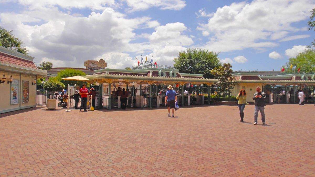 Maximize your time at Disneyland - entrance