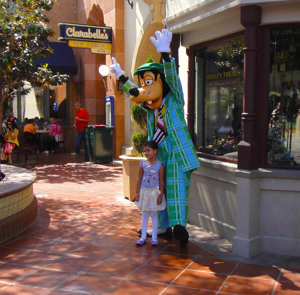 Maximize your time at Disneyland - Goofy