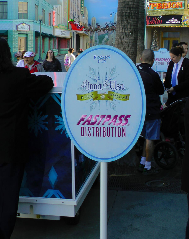 Meet Anna and Elsa at Disneyland - Fastpass