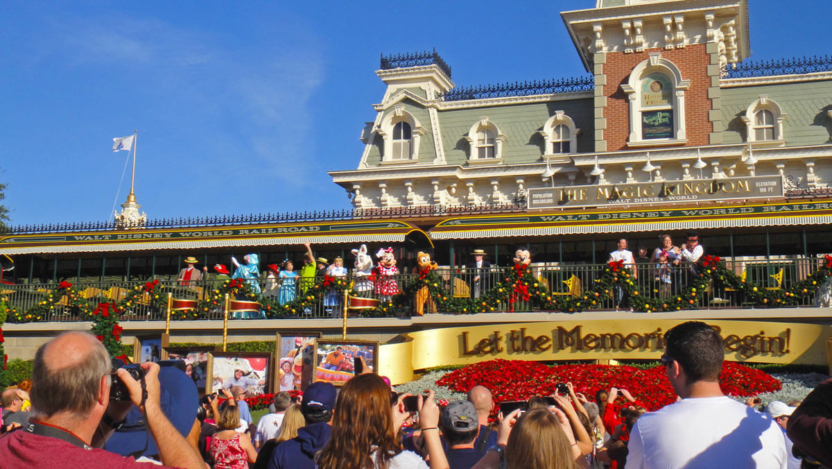 Disney World closing procedures - Magic Kingdom at Christmas
