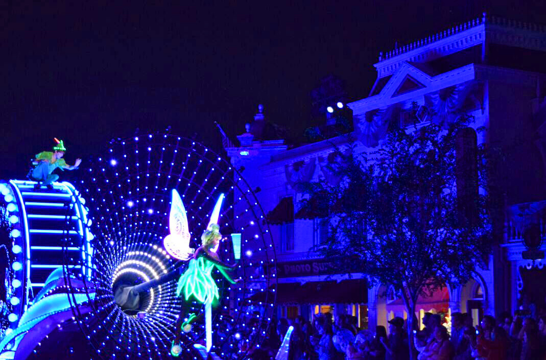 Best Viewing of Paint the Night Parade Disneyland