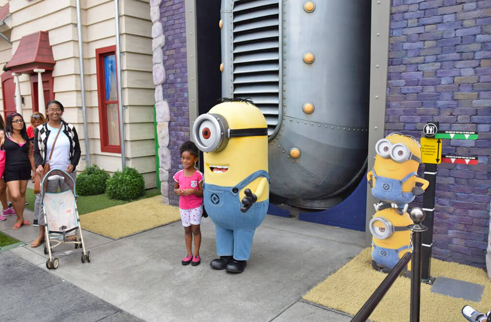 Entertaining Small Children at Universal Studios Hollywood - Minion