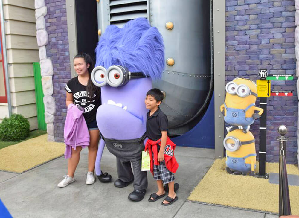 Entertaining Small Children at Universal Studios Hollywood -  Evil Minion