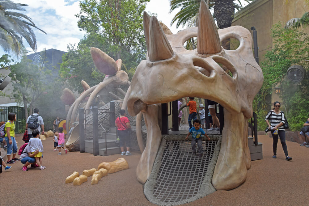 Apr 02,  · Universal Studios Hollywood: BUY FRONT OF THE LINE PASSES - See 33, traveler reviews, 24, candid photos, and great deals for Los Angeles, CA, at TripAdvisorK TripAdvisor reviews.