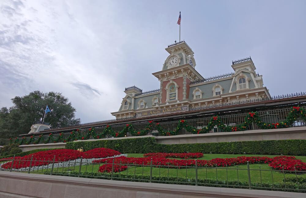Disney World New Year's Resolutions - Magic Kingdom entrance