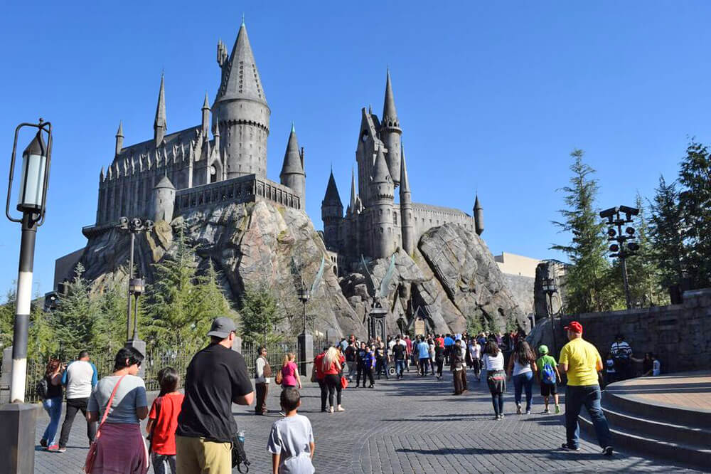 What's Coming to Disneyland & Universal Studios Hollywood in 2016 - Hogwarts Castle