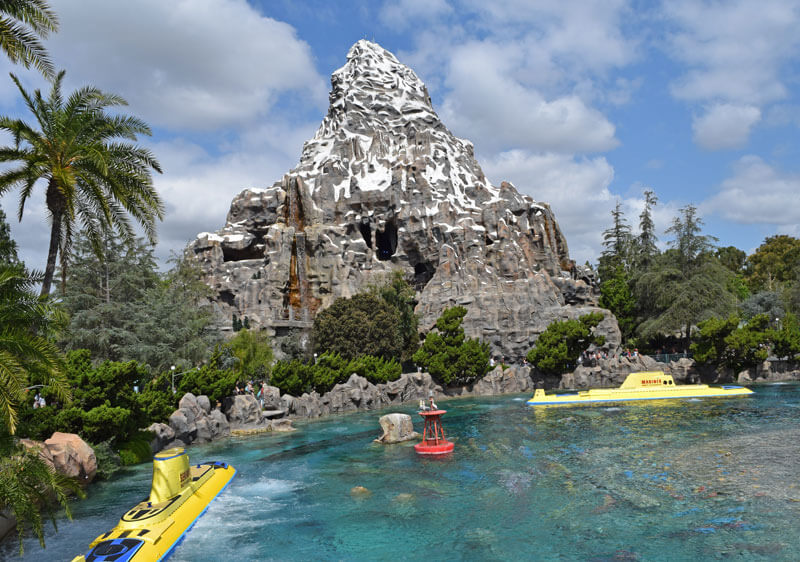 Managing Summer Crowds and Heat at Disneyland - Finding Nemo Submarine Voyage