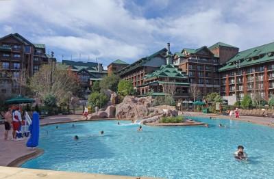 Najlepsze baseny w Disney World - Silver Creek Springs w Disney's Wilderness Lodge's Wilderness Lodge