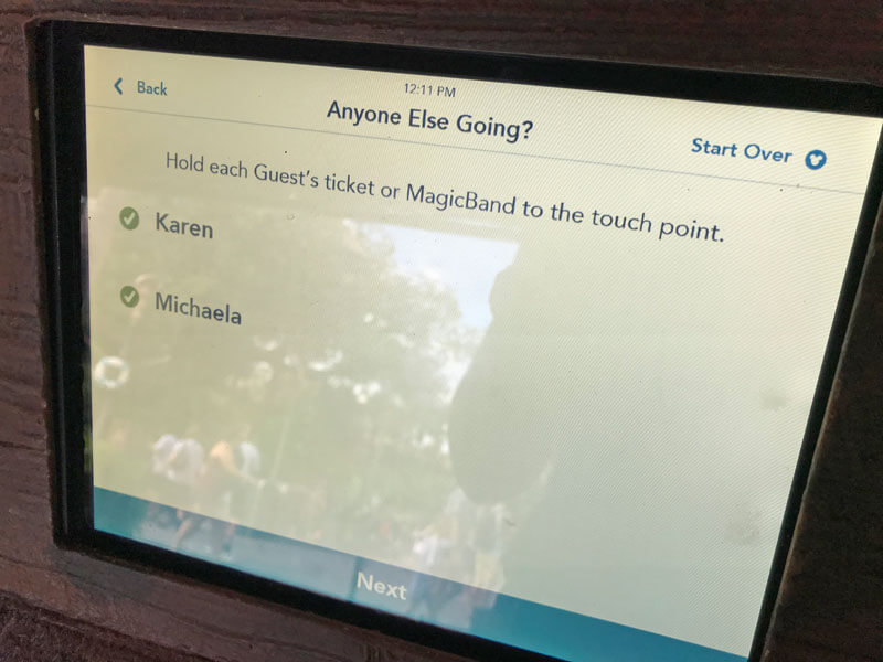 How to Use FastPass+ Kiosk - Linked Friends and Family