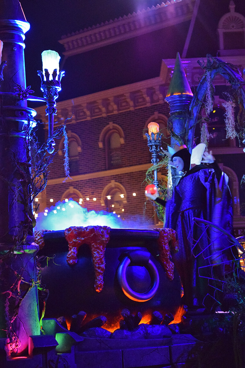 Guide to Disneyland Halloween Time 2016 - The Evil Queen