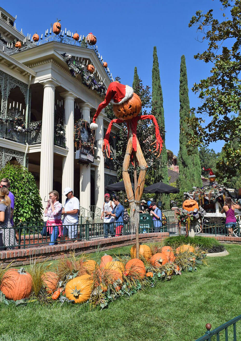 Guide to Disneyland Halloween Time and Mickey's Halloween Party 2016