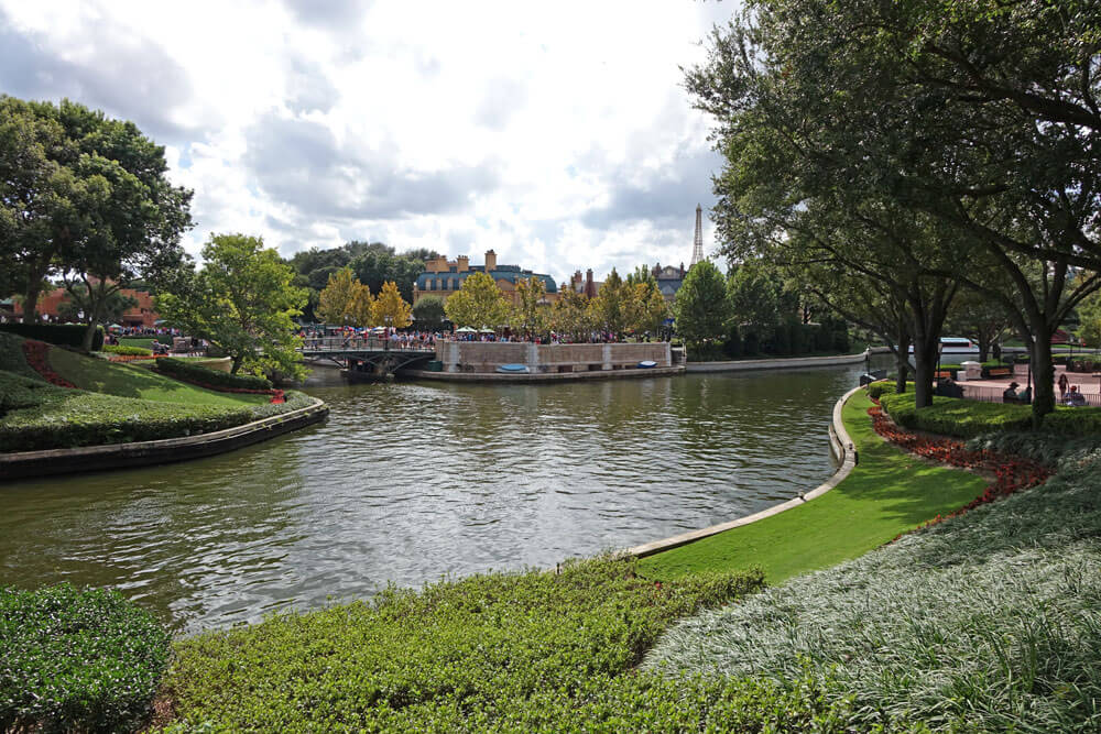 Signs of fall around the Orlando theme parks - Epcot International Food & Wine Festival