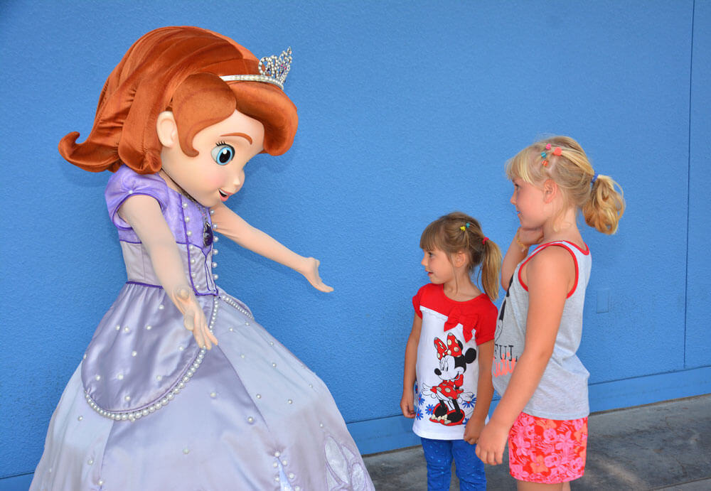 Tips for meeting princesses at disneyland meeting princesses at disneyland sofia the first m4hsunfo