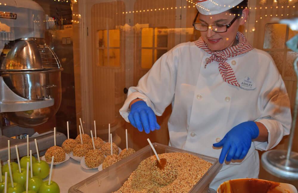 Disneyland Caramel Apple - Watching Apples Get Made