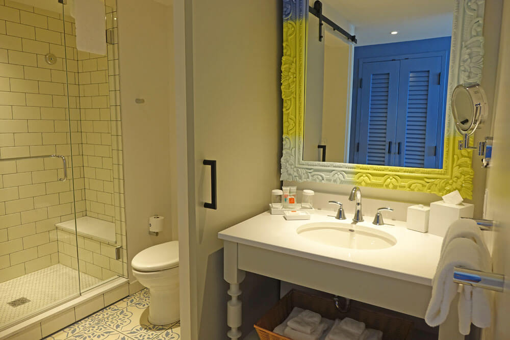 Loews Sapphire Falls Resort at Universal Orlando - bathroom