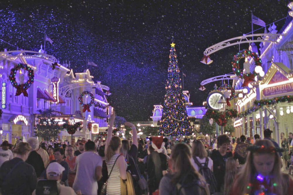 Guide to Mickey's Very Merry Christmas Party 2016 - Snowfall on Main Street
