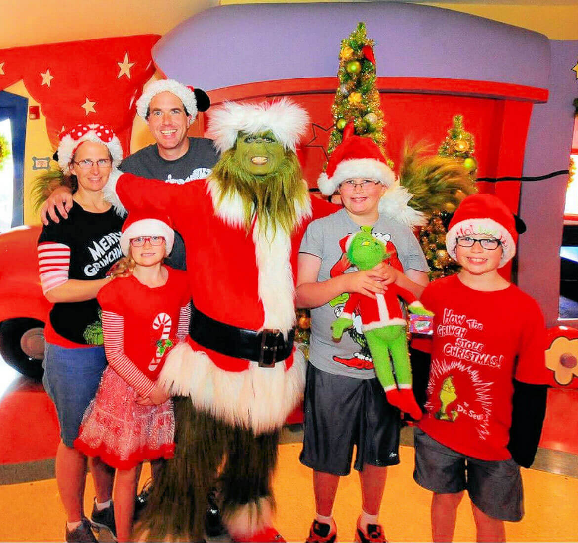 Review of the Most Stoo-Pendous Grinch and Friends Character Breakfast