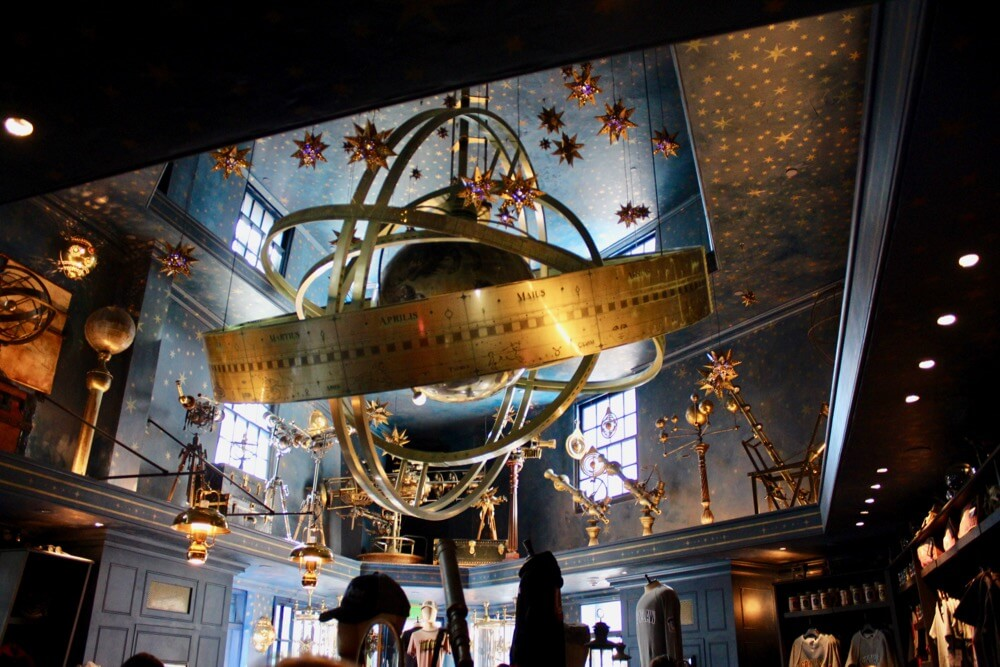 Universal Orlando Holiday Crowds - Wiseacre's Wizarding Equipment