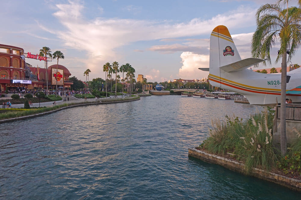 Universal Orlando Holiday Crowds - Universal CityWalk