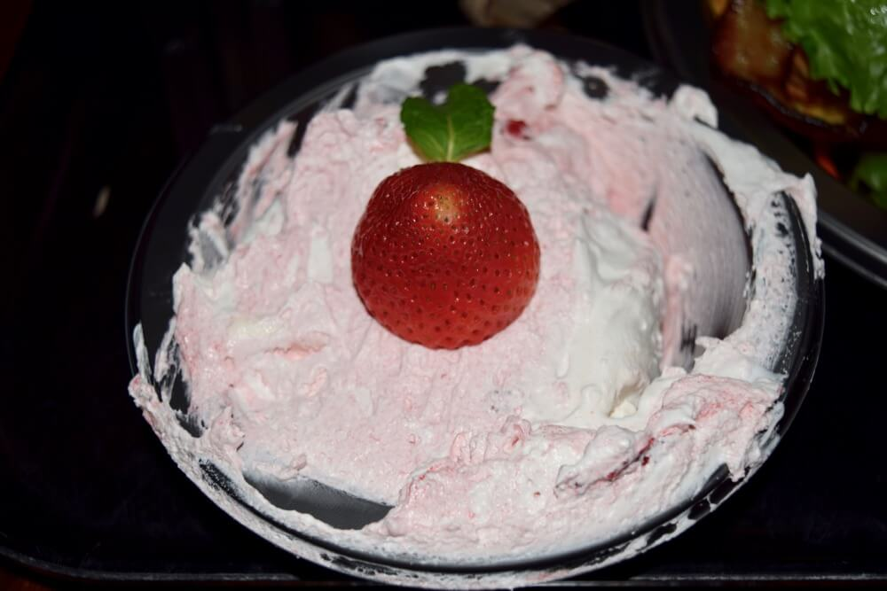 Universal Studios Hollywood Holiday Treats & Eats - Eton Mess