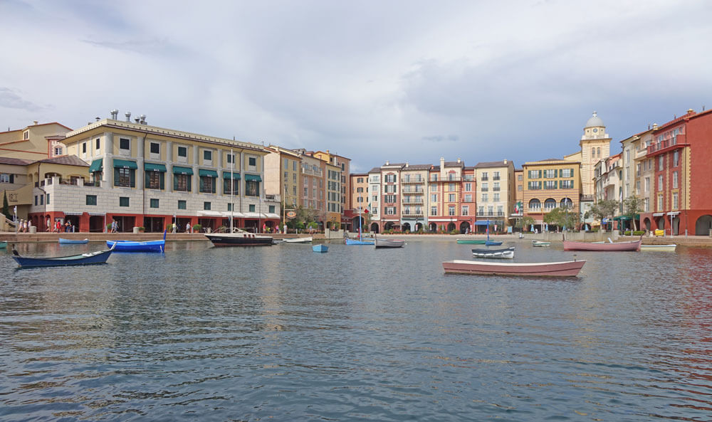 pUniversal Orlando Holiday Crowds - Loews Portofino Bay Resort