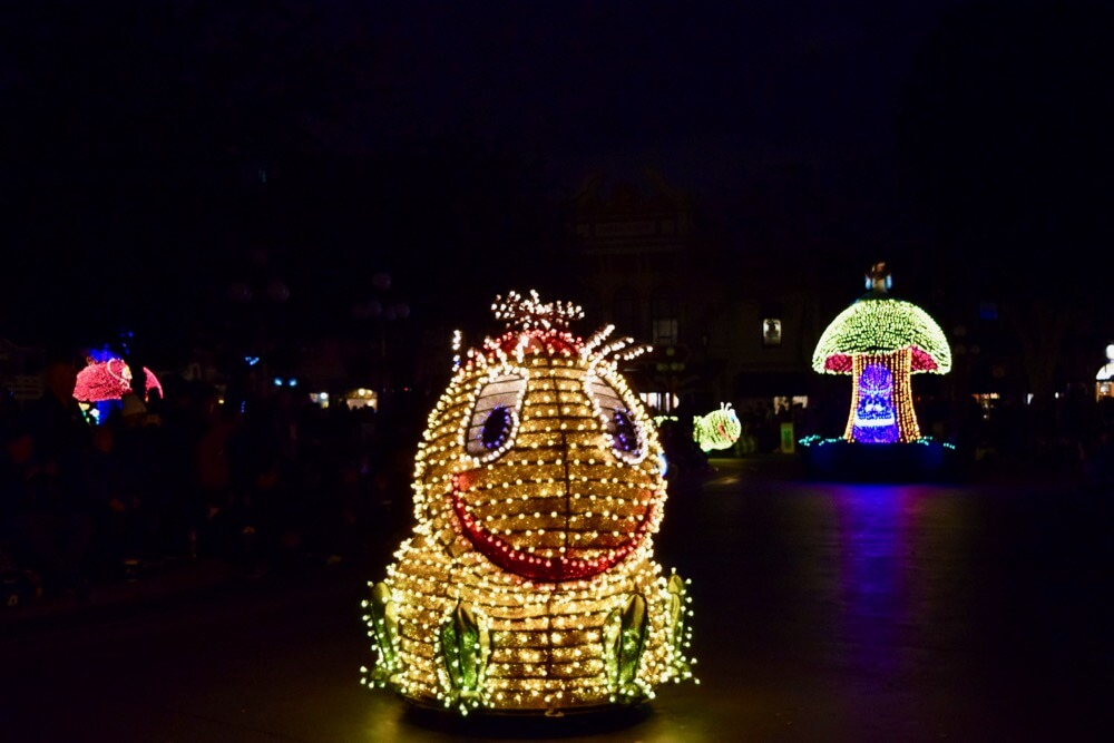 Best Viewing of the Main Street Electrical Parade - MSEP Bumble Bee