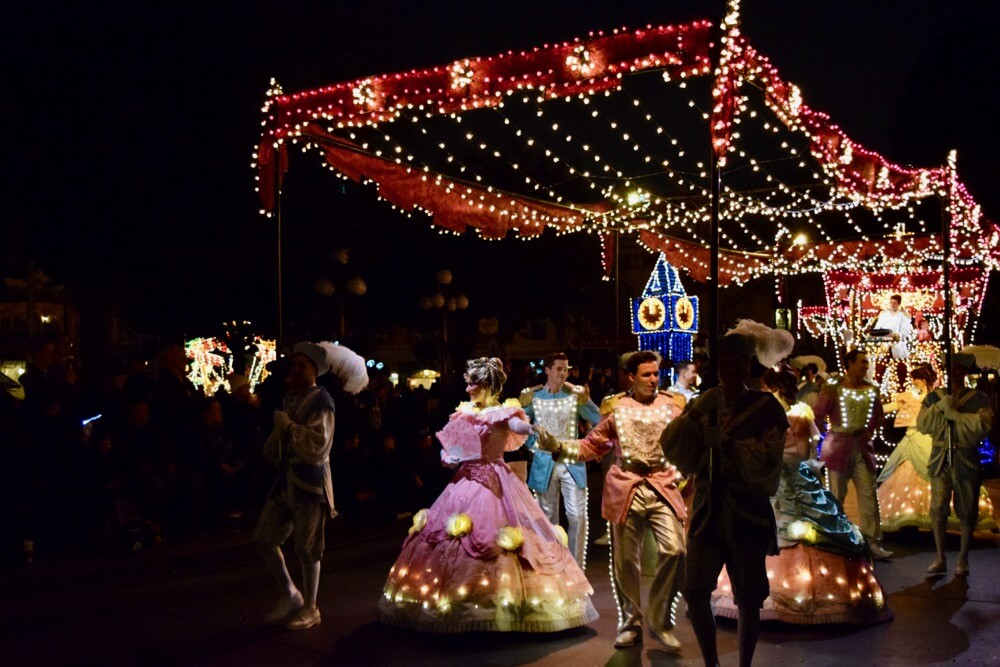 Best Viewing of the Main Street Electrical Parade - MSEP Cinderella Ball width=
