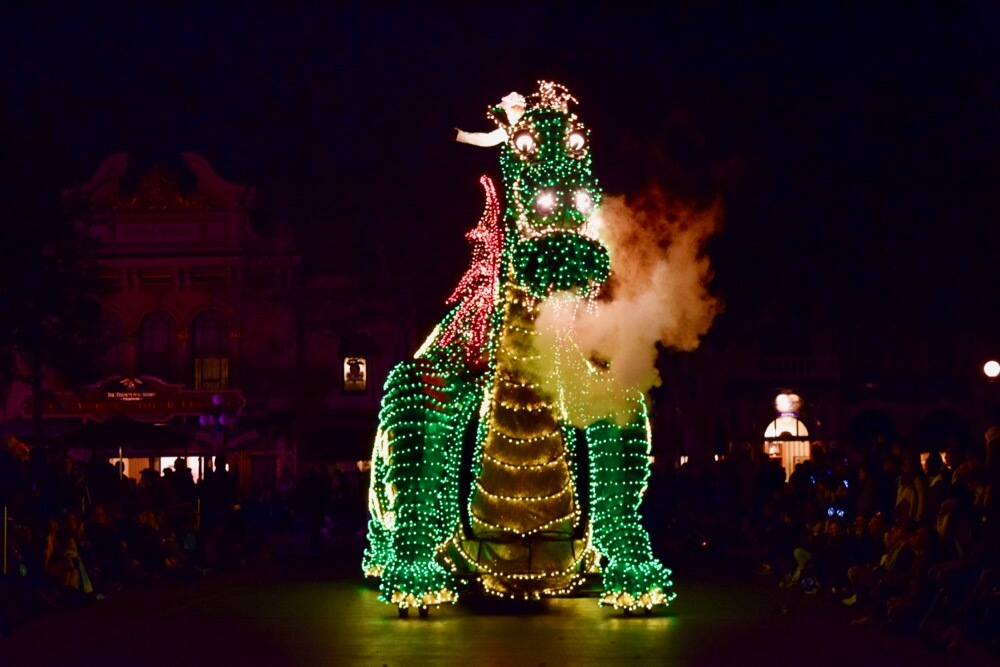 Best Viewing of the Main Street Electrical Parade - MSEP Elliott