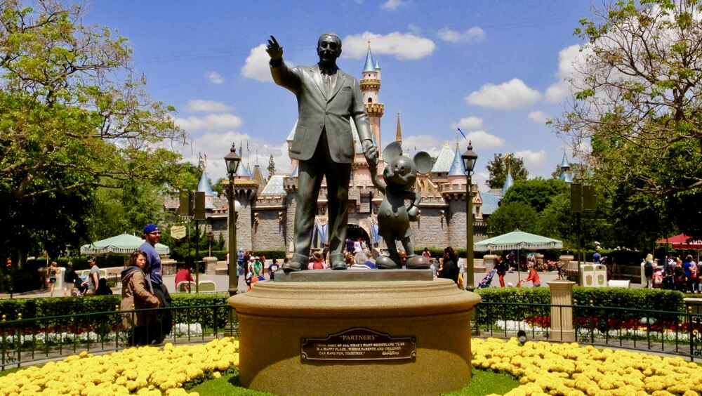 Disneyland To Offer Paid Disney MaxPass Fastpass Option