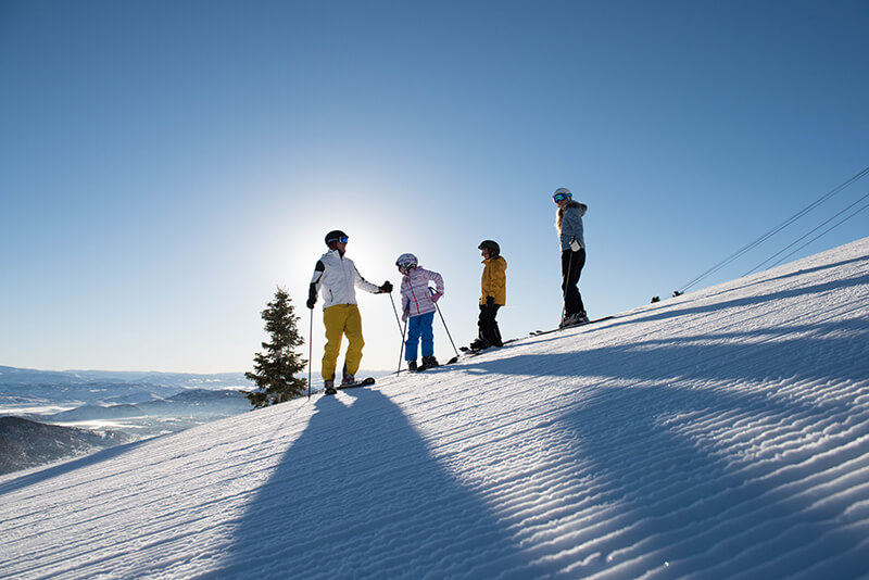 Family Ski Planning Vacation - Family on the slopes in Park City, Utah