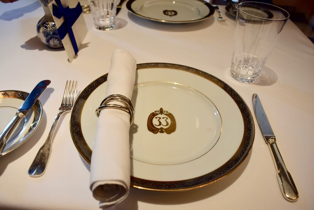 A Look Inside the Super Swanky Disneyland Club 33