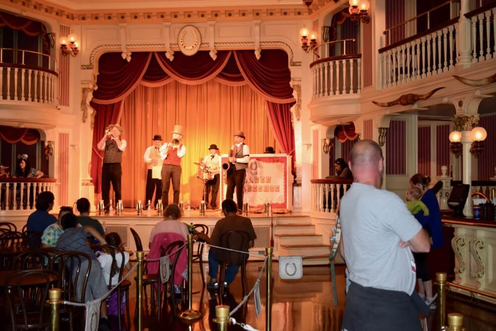 Disneyland Rainy Day Tips - Golden Horseshoe