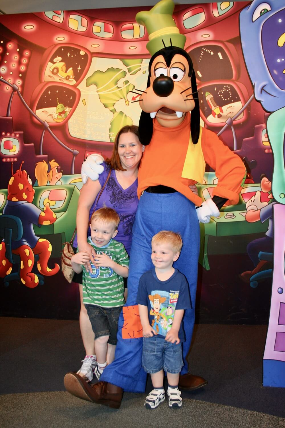 Terrific disney world character meeting tips disney world character meeting tips goofy meets a family m4hsunfo