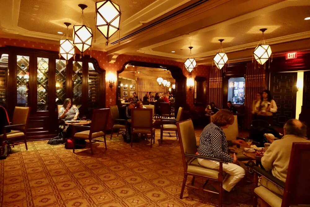Best Bars and Lounges at Disneyland - Carthay Circle Lounge Interior