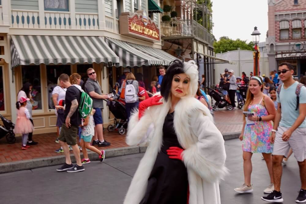 Maximize your time at Disneyland - Disneyland Cruella de Vil