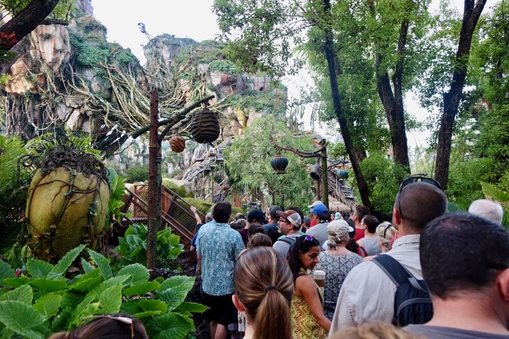 Pandora World of Avatar - Crowds in Pandora