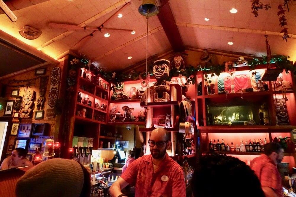 Best Bars and Lounges at Disneyland - Carthay Circle Lounge - Trader Sam's - Interior